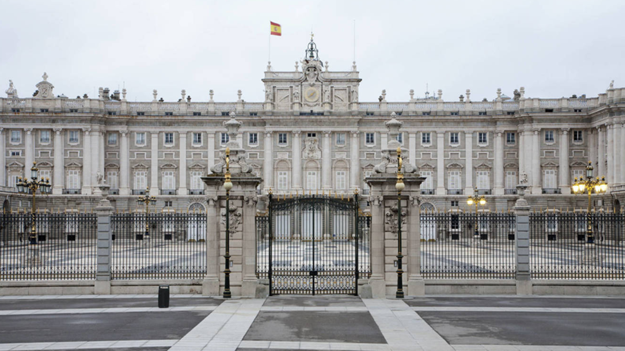 El Palacio Real de Oriente bilaketarekin bat datozen irudiak