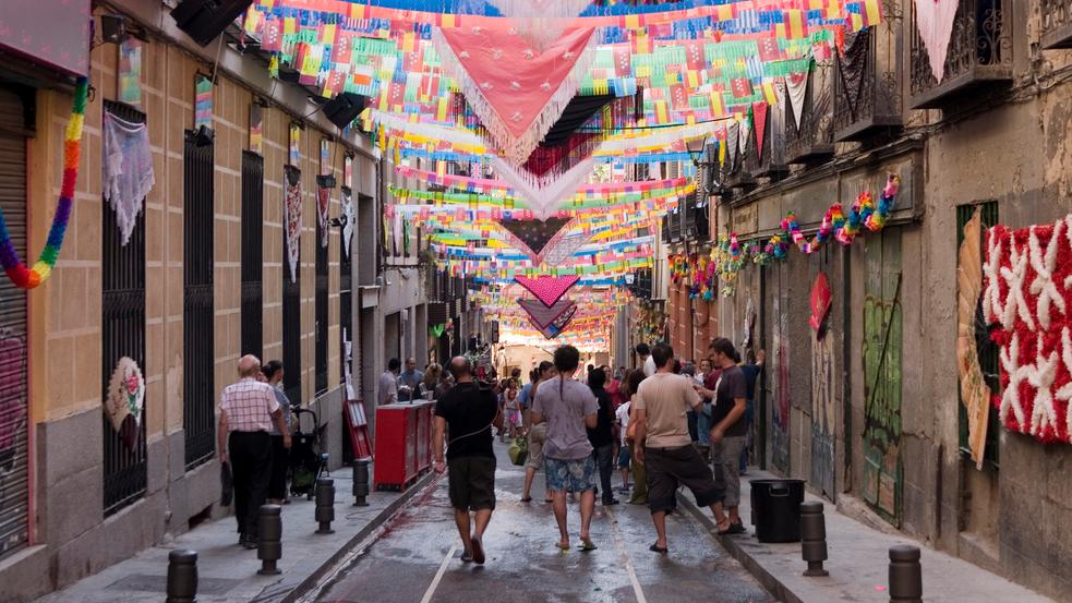 fiestas-agosto-madrid-verbenas-cayetano-calle